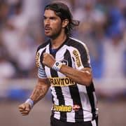 Botafogo se manifesta sobre processo de Loco Abreu e diz que há 'excesso milionário inaceitável' na ação