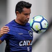 De saída do Botafogo, Dudu Cearense negocia retorno ao Vitória