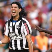 Loco Abreu vê 'medo' do Botafogo em chamá-lo para se aposentar: 'Se fosse por mim, já estava lá'