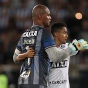 Jefferson e Erik comemoram vitória do Botafogo sobre o Coritiba: 'Haja coração! Eu acredito!'
