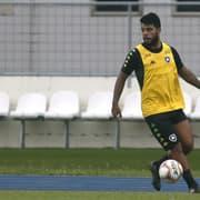 Após saída, Leandrinho recebe proposta da Moldávia; Botafogo vai recorrer de liminar