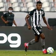 Kalou vence desconfiança no Botafogo e faz jornalista mudar de opinião: 'Me surpreendeu e chegou muito bem'