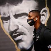 Botafogo pede pelo menos R$ 10 milhões para vender Kanu, alvo de interesse do Santos