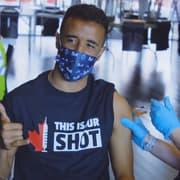 Cria do Botafogo, Caio Alexandre recebe a segunda dose da vacina contra a Covid-19 nos EUA