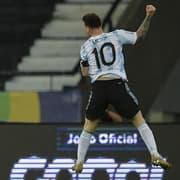 'Lucio Flavio canhoto' e inspiração em Chay e Pedro Castro: Messi faz golaço no Nilton Santos, e torcida do Botafogo cai na zoeira