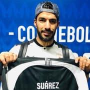 Depois de Cavani, Botafogo presenteia Suárez com camisa personalizada