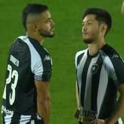 Técnico do Botafogo explica 'barração' de Pedro Castro e exalta opções: 'Estamos bem servidos nesse setor'