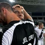 Gilvan exalta Carli e dá os parabéns após reestreia com vitória pelo Botafogo: 'Você estava precisando'