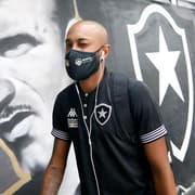 Chay supera alergia severa e tiro, brilha no campo e tem sonhos no Botafogo: 'Que eu possa marcar meu nome'