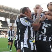 Embalado, Botafogo aumenta para 85% as chances de acesso; Vasco tem 4% e Cruzeiro, 1%