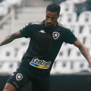 Diego Gonçalves treina com o grupo e se aproxima do retorno no Botafogo