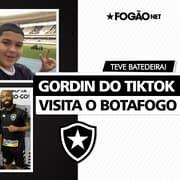 O moleque é brabo! 'Gordin do TikTok' tira onda e surpreende Warley em visita ao Botafogo 🕺🏽🏟️😅