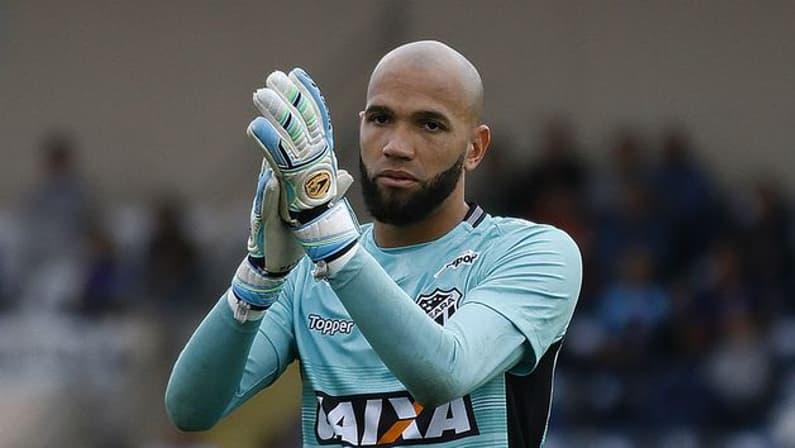 Botafogo, Flamengo e Grêmio sondam situação do goleiro Éverson, do Ceará