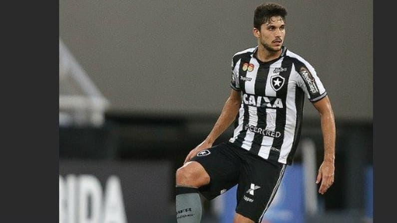 Botafogo recusa proposta do Atlético-MG pelo zagueiro Igor Rabello