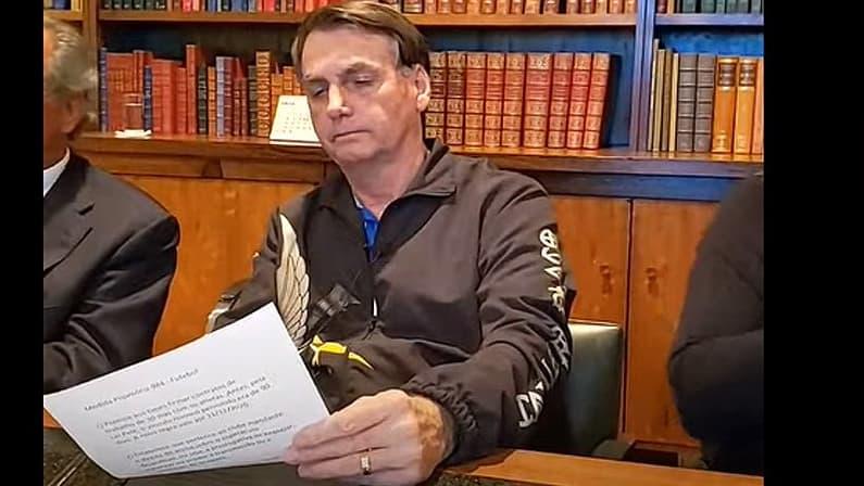 Jair Bolsonaro editou a MP dos direitos de televisão para os clubes mandantes