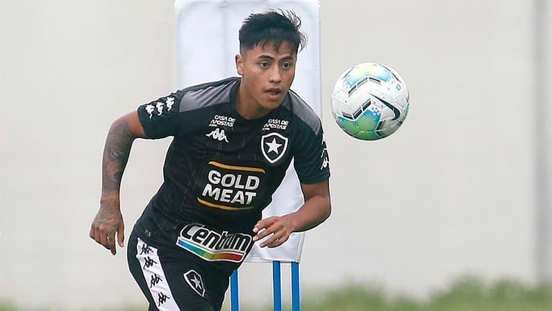 Alexander Lecaros no treino do Botafogo em dezembro de 2020