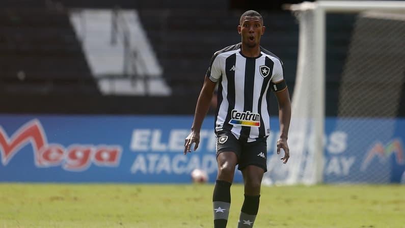 Kanu entende críticas da torcida ao Botafogo, aponta evolução e mira Série B: 'É tudo'