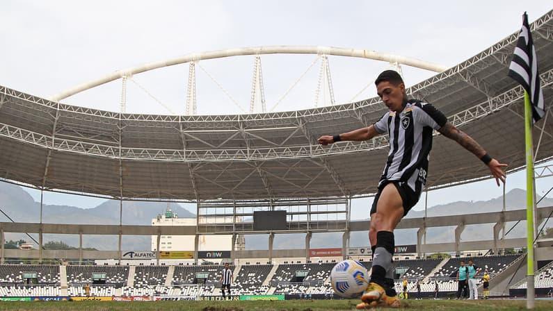 Após experiência na equipe principal do Botafogo, Hugo fala em motivação e projeta final da Copa do Brasil Sub-20