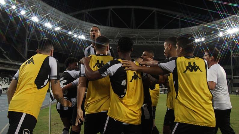 Pitacos: Botafogo evolui e é único grande com vitória na Série B, mas terá desafios devido a calendário e Copa América