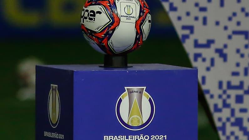 Bola e tótem da Série B do Brasileiro