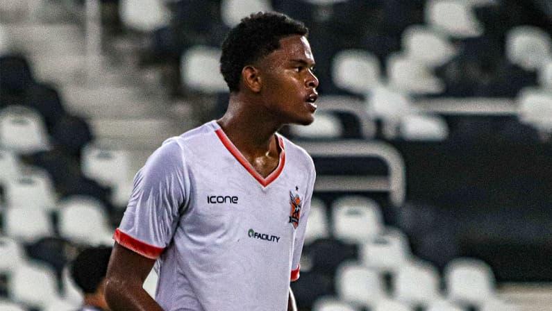 Lucas Mezenga, zagueiro do Nova Iguaçu, reforça o sub-20 do Botafogo