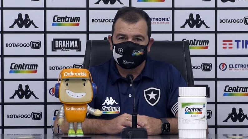Enderson elogia receptividade do elenco do Botafogo e avisa após vitória no clássico: 'Temos que crescer muito ainda'