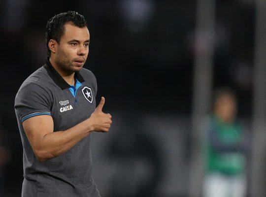Jair Ventura resume sentimento pelo Botafogo: 'Tenho carinho gigante e gratidão'
