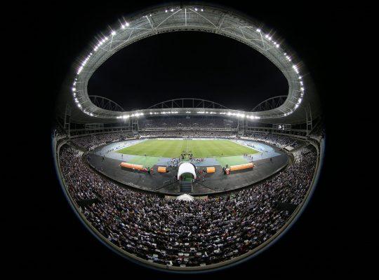 Botafogo está certo em não disputar o Coronão-2020; Brasil tem um Estádio Nilton Santos lotado de mortos