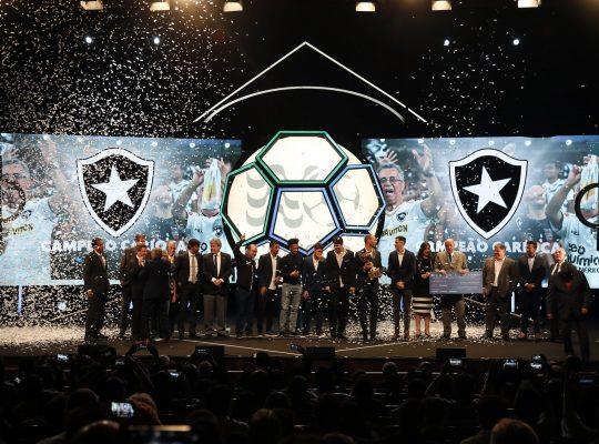 Botafogo celebra título na festa de encerramento do Campeonato Carioca