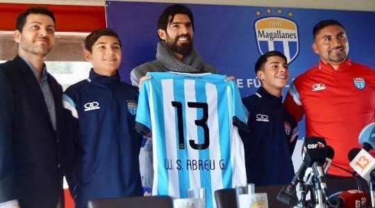 Loco Abreu amplia recorde e se apresenta ao Magallanes, da Segundona do Chile