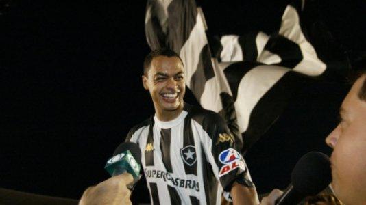 Dodô vê Autuori como referência, elege gol favorito pelo Botafogo e não descarta retorno