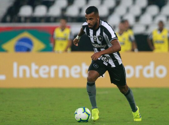 Alex Santana será titular contra o CSA; Lucas Campos e Pachu viajam, Valencia, Victor Rangel e Ferrareis ficam no Rio