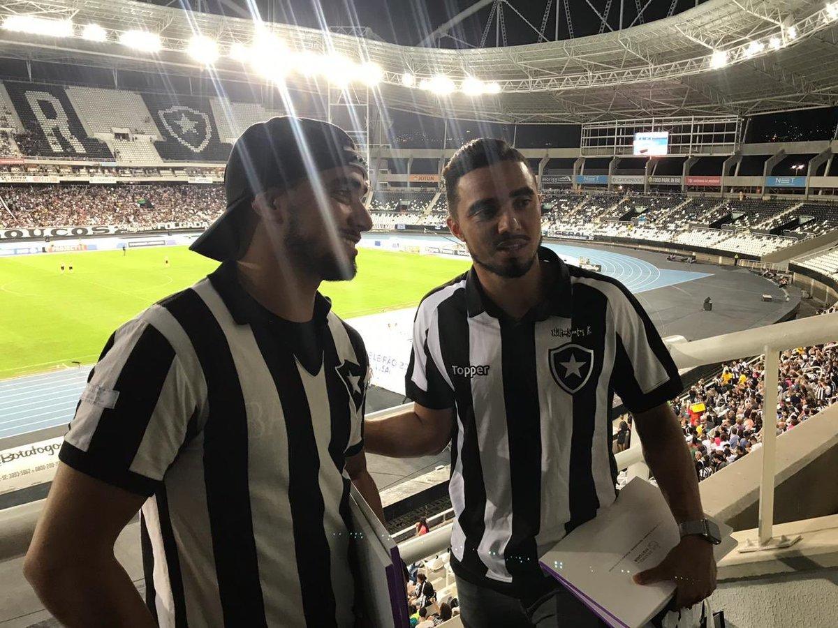 Gêmeos Rafael e Fábio foram ao Nilton Santos ver Botafogo x Grêmio em 2019