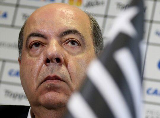 'Não é porque estamos precisando de receita que vamos colocar nossos jogadores em xeque', defende presidente Botafogo