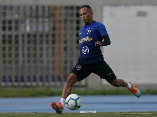 Botafogo tem 'acordo de cavalheiros' para renovar com atacante Lucas Campos
