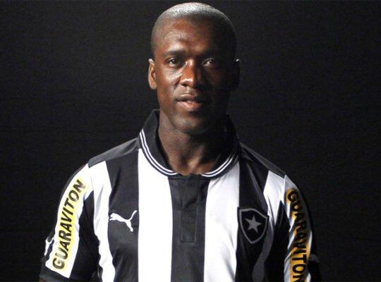 Especialista lembra a questão de Seedorf do Botafogo, que busca astros: 'Tem que trabalhar dentro do orçamento'