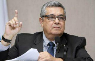 Ferj diz que arbitral obedeceu regulamento e analisará pedido de Botafogo e Fluminense