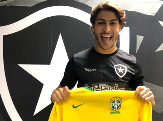 Oswaldo de Oliveira: 'Marcinho é craque. Gostaria que ficasse no Botafogo'