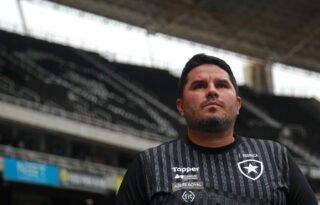 Barroca reforça carinho: 'Eu seria um m… se não pudesse falar do amor e gratidão pelo Botafogo'