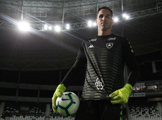 Gatito, do Botafogo, foi o terceiro goleiro mais decisivo do Brasileirão desde 2013, aponta estudo