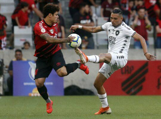 Botafogo volta a repudiar Athletico-PR por aliciamento de jovem atleta e critica nota oficial