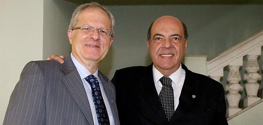 Carlos Eduardo Pereira e Nelson Mufarrej vão liderar o departamento de futebol do Botafogo após demissão de Gustavo Noronha