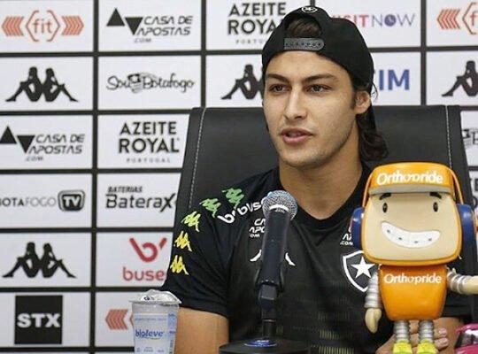 Rotenberg defende Marcinho e diz que Botafogo está atrás de um lateral-direito