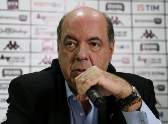 Dirigentes do Botafogo se reúnem para discutir possível redução salarial do elenco durante paralisação