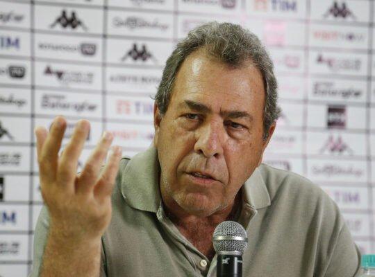 Montenegro, do Botafogo, se surpreende com anúncio de Yaya por candidato do Vasco: 'Se não vier, vamos procurar outro'