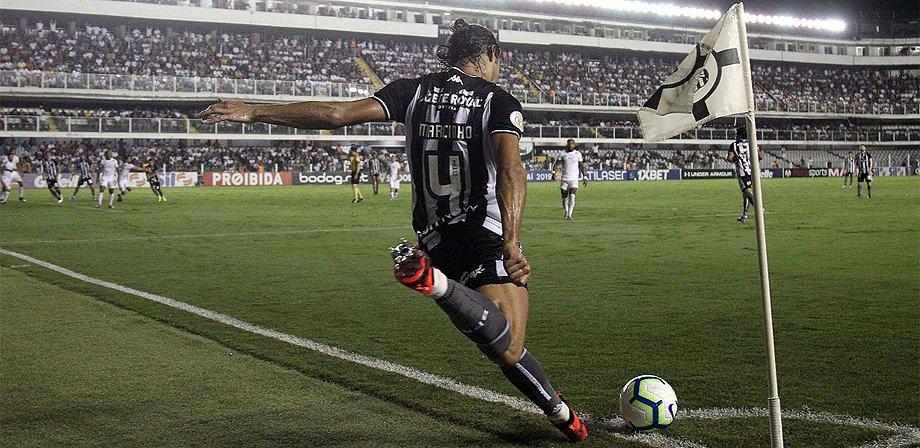 Botafogo analisa mercado sul-americano para contratar reforço para lateral-direita, hoje com Marcinho e Fernando Costanza