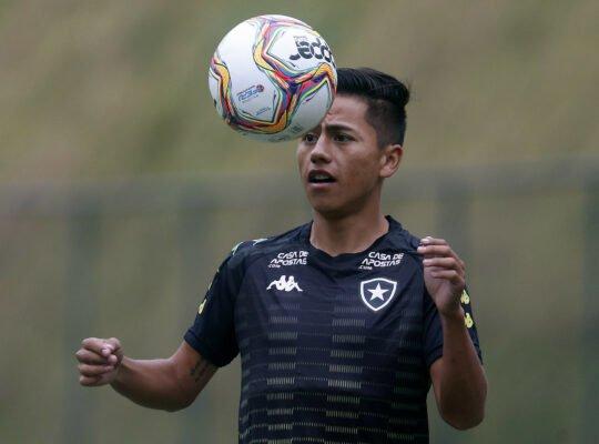 Autuori elogia Lecaros e ressalta cuidado do Botafogo com jovens estrangeiros na pandemia: 'Não podemos deixá-los de lado'