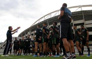 Sem pensar em voltar a treinar, Botafogo caminha para três meses de atraso de salários