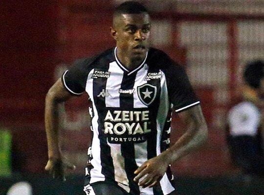 Botafogo traça prioridades e busca renovações com trio de destaque