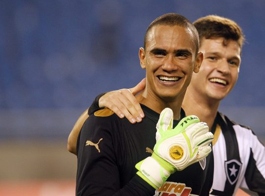 Esse dia foi fogo! Renan relembra gol de pênalti pelo Botafogo em cima de Cavalieri: 'Bicuda para dentro'